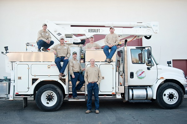 Lineman_Truck_Group_Resize.jpg